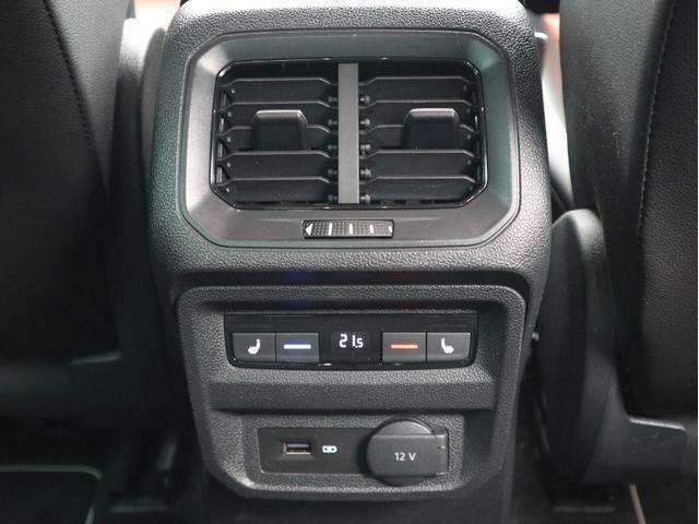 後部座席はISOFIX基準適合チャイルドシート固定装置が装備されておりますので、取り外しが簡単に出来ます。