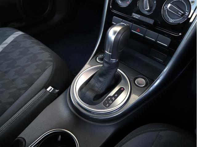 デザイン 認定中古車 1オーナー 禁煙車 純正ナビ Bluetooth ETC USB オートクルーズコントロール HIDヘッドライト スマートキー(17枚目)