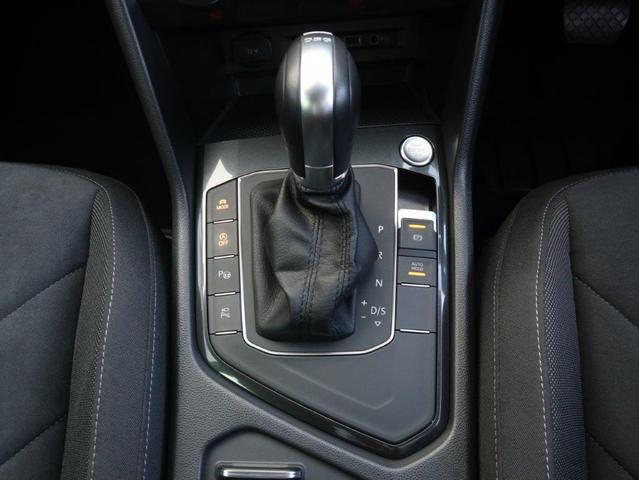 TSI ハイライン 1オーナー禁煙 認定中古車 純正ナビ アラウンドビューカメラ ETC ヘッドアップディスプレイ アダプティブクルーズコントロール レーンアシスト シートヒーター クリアランスソナー 電動リヤゲート付き(19枚目)