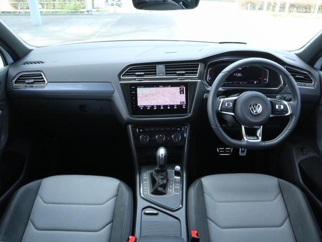 TSI Rライン ブラックスタイル 認定中古車 1オーナー 禁煙車 純正ナビ Bluetooth ETC USB アラウンドビューカメラ アダプティブクルーズコントロール シートヒーター ルーフレール レーンアシスト(14枚目)