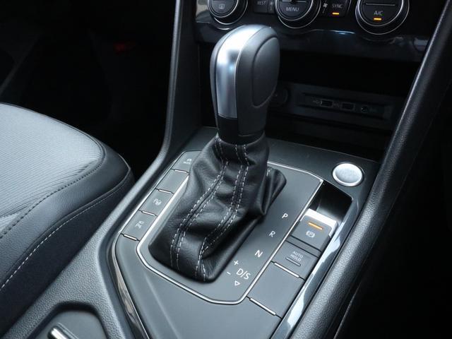 TSI Rライン ブラックスタイル 認定中古車 1オーナー 禁煙車 純正ナビ Bluetooth ETC USB アラウンドビューカメラ アダプティブクルーズコントロール シートヒーター ルーフレール レーンアシスト(19枚目)
