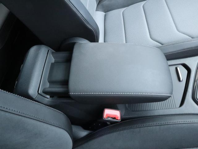 TSI Rライン ブラックスタイル 認定中古車 1オーナー 禁煙車 純正ナビ Bluetooth ETC USB アラウンドビューカメラ アダプティブクルーズコントロール シートヒーター ルーフレール レーンアシスト(39枚目)