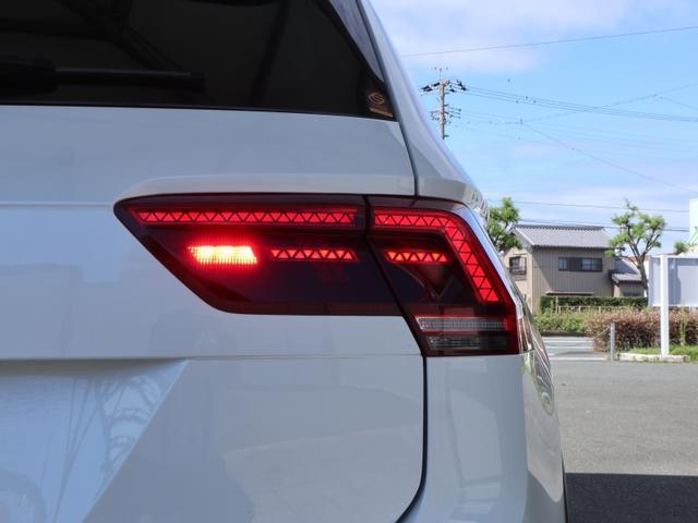 TSI Rライン ブラックスタイル 認定中古車 1オーナー 禁煙車 純正ナビ Bluetooth ETC USB アラウンドビューカメラ アダプティブクルーズコントロール シートヒーター ルーフレール レーンアシスト(62枚目)