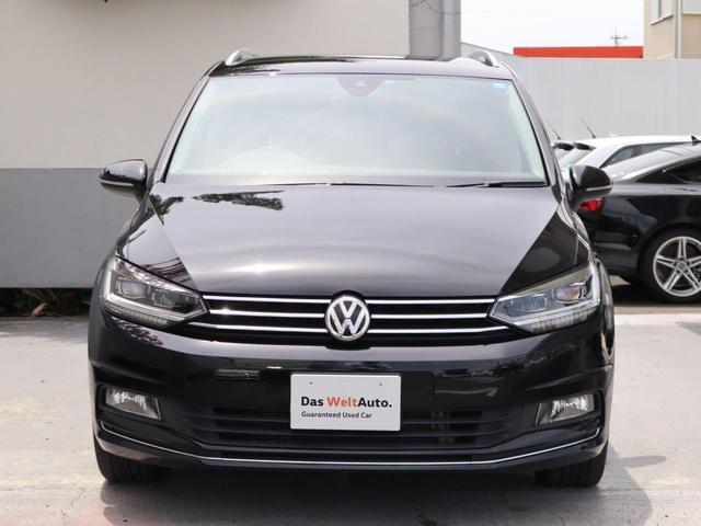 Volkswagenのアイデンティティ水平基調のフロントマスク。VWを代表する3列シートのコンパクトミニバンです。