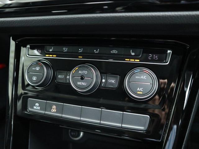 運転席、助手席のみならず、後部座席も独立して温度設定可能な3ゾーンフルオートエアコン。
