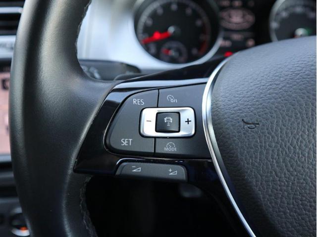 追従型クルーズコントロール「ACC」。設定したスピードを上限に自動で加減速し、一定の車間距離を保つことでロングドライブの疲労を軽減します。