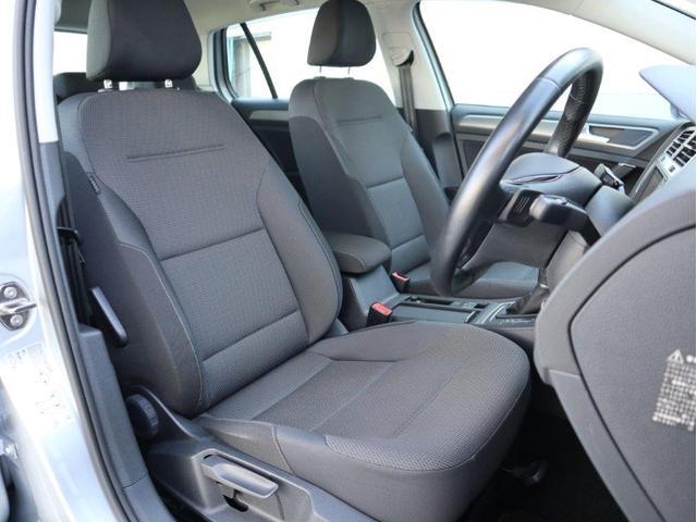 ドイツ車特有の少々硬めのかっちりしたシートです。ホールド性に優れ長時間の運転でも疲れにくい設計です。