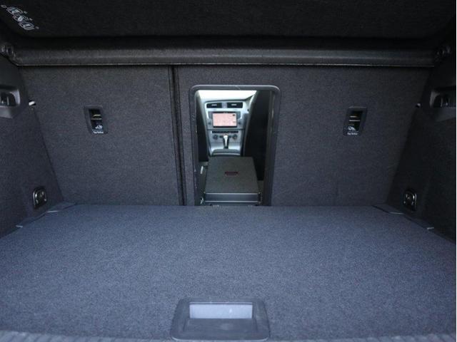 トランクスルーにすればシートを倒さず長尺物を載せることができます。
