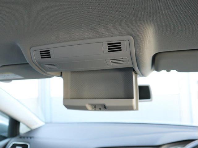天井部分にサングラスやメガネの収納ホルダーが用意されています。