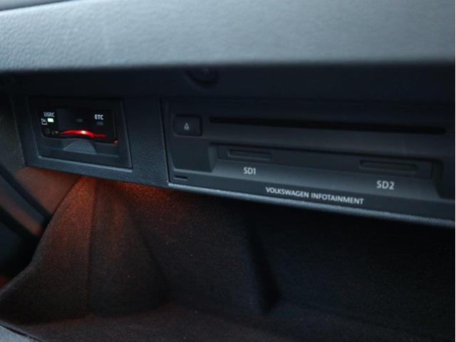 ETC2.0やCD・DVD・SDスロットはグローブボックス内に収納されています。