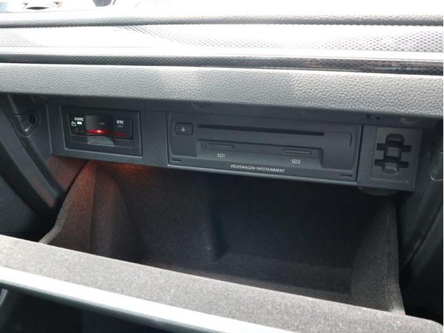 TSIハイラインブルーモーションテクノロジー バイキセノンヘッドライト レーンアシスト 追従型クルーズコントロールACC スマートキー プッシュスタートボタン 障害物センサー ブルートゥース付 禁煙 認定中古車(30枚目)