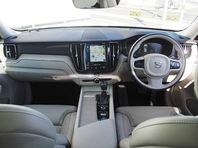 D4 AWD インスクリプション 電子制御エアサスペンション(6枚目)