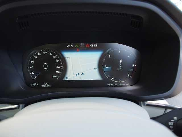 D4 AWD インスクリプション 電子制御エアサスペンション(7枚目)