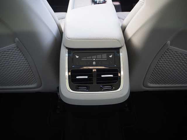 D4 AWD インスクリプション 電子制御エアサスペンション(12枚目)