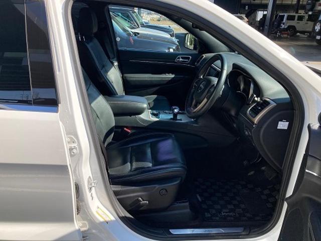 リミテッド 認定中古車保証付 整備有 4WD 純正ナビゲーション レザーシート ETC バックカメラ シートヒーター ルーフレール  パワーシート 電動リフトゲート 前面衝突軽減ブレーキ エアサスペンション(7枚目)