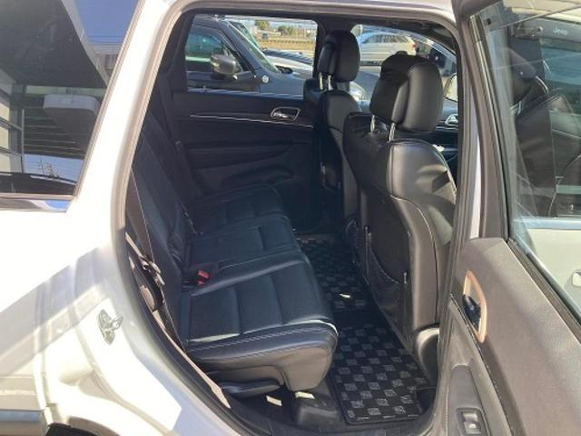 リミテッド 認定中古車保証付 整備有 4WD 純正ナビゲーション レザーシート ETC バックカメラ シートヒーター ルーフレール  パワーシート 電動リフトゲート 前面衝突軽減ブレーキ エアサスペンション(8枚目)