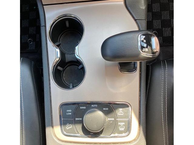 リミテッド 認定中古車保証付 整備有 4WD 純正ナビゲーション レザーシート ETC バックカメラ シートヒーター ルーフレール  パワーシート 電動リフトゲート 前面衝突軽減ブレーキ エアサスペンション(14枚目)