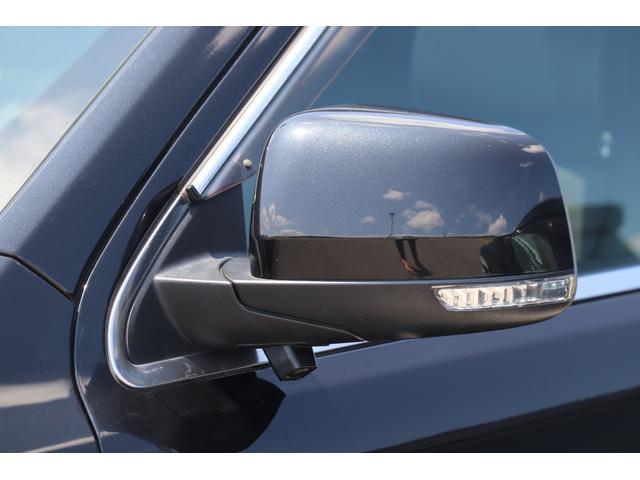 SRT8 黒革 アルカンターラSRT専用スポーツシート 8.4incワイドディスプレイ Brembo製ブレーキ パノラマサンルーフ harman kardon パワートランク SRT専用ワイドボディ(18枚目)