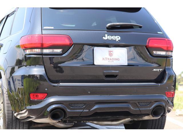 SRT8 黒革 アルカンターラSRT専用スポーツシート 8.4incワイドディスプレイ Brembo製ブレーキ パノラマサンルーフ harman kardon パワートランク SRT専用ワイドボディ(33枚目)