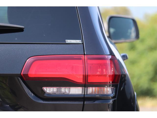 SRT8 黒革 アルカンターラSRT専用スポーツシート 8.4incワイドディスプレイ Brembo製ブレーキ パノラマサンルーフ harman kardon パワートランク SRT専用ワイドボディ(40枚目)