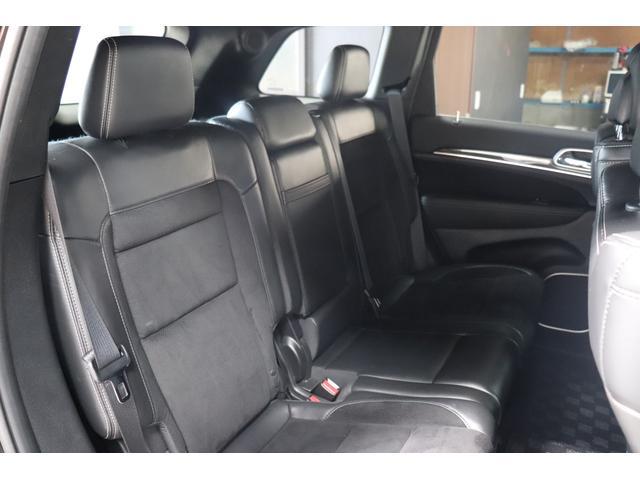 SRT8 黒革 アルカンターラSRT専用スポーツシート 8.4incワイドディスプレイ Brembo製ブレーキ パノラマサンルーフ harman kardon パワートランク SRT専用ワイドボディ(43枚目)
