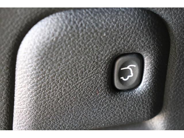 SRT8 黒革 アルカンターラSRT専用スポーツシート 8.4incワイドディスプレイ Brembo製ブレーキ パノラマサンルーフ harman kardon パワートランク SRT専用ワイドボディ(46枚目)