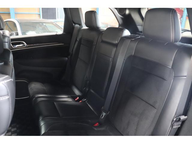 SRT8 黒革 アルカンターラSRT専用スポーツシート 8.4incワイドディスプレイ Brembo製ブレーキ パノラマサンルーフ harman kardon パワートランク SRT専用ワイドボディ(48枚目)