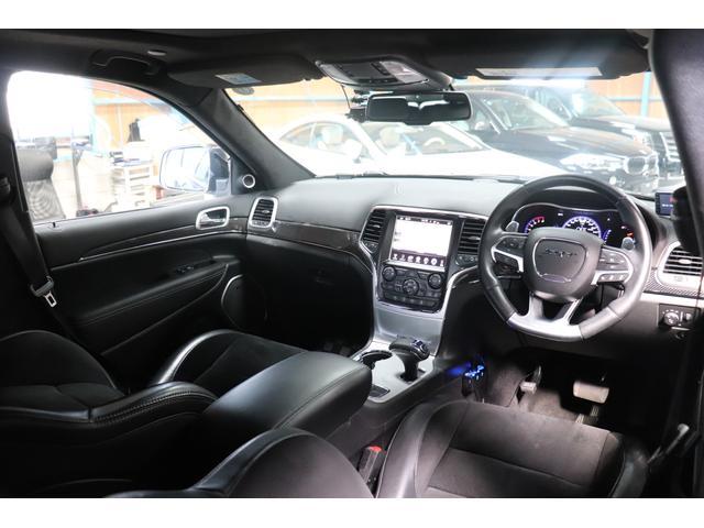 SRT8 黒革 アルカンターラSRT専用スポーツシート 8.4incワイドディスプレイ Brembo製ブレーキ パノラマサンルーフ harman kardon パワートランク SRT専用ワイドボディ(52枚目)