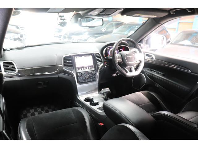 SRT8 黒革 アルカンターラSRT専用スポーツシート 8.4incワイドディスプレイ Brembo製ブレーキ パノラマサンルーフ harman kardon パワートランク SRT専用ワイドボディ(53枚目)