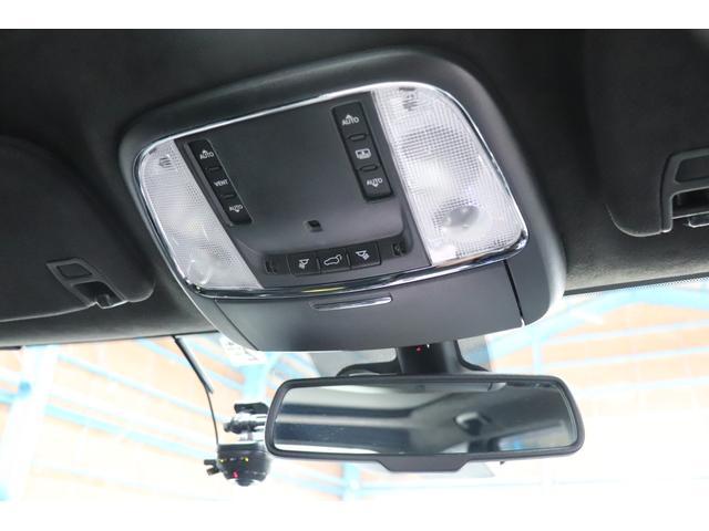 SRT8 黒革 アルカンターラSRT専用スポーツシート 8.4incワイドディスプレイ Brembo製ブレーキ パノラマサンルーフ harman kardon パワートランク SRT専用ワイドボディ(63枚目)