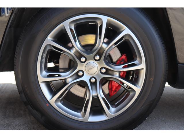 SRT8 黒革 アルカンターラSRT専用スポーツシート 8.4incワイドディスプレイ Brembo製ブレーキ パノラマサンルーフ harman kardon パワートランク SRT専用ワイドボディ(70枚目)
