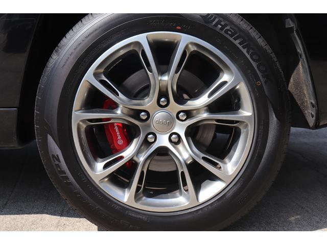 SRT8 黒革 アルカンターラSRT専用スポーツシート 8.4incワイドディスプレイ Brembo製ブレーキ パノラマサンルーフ harman kardon パワートランク SRT専用ワイドボディ(72枚目)