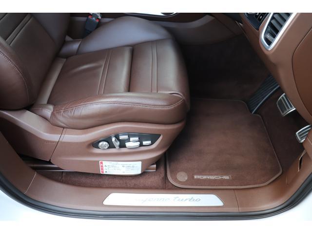 ターボ スポーツクロノパッケージ パノラマSR Exclusive Design 21AW LEDマトリクスヘッド PCCB 18WAY調整式トリュフブラウンレザーシート カーボンインテリア 新車保証(43枚目)