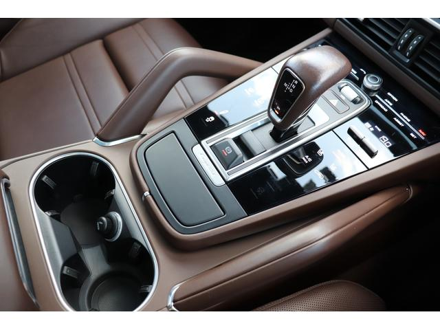 ターボ スポーツクロノパッケージ パノラマSR Exclusive Design 21AW LEDマトリクスヘッド PCCB 18WAY調整式トリュフブラウンレザーシート カーボンインテリア 新車保証(59枚目)