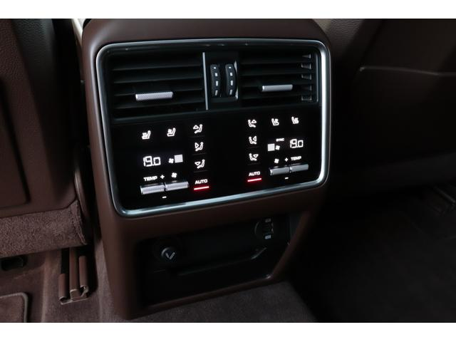 ターボ スポーツクロノパッケージ パノラマSR Exclusive Design 21AW LEDマトリクスヘッド PCCB 18WAY調整式トリュフブラウンレザーシート カーボンインテリア 新車保証(68枚目)