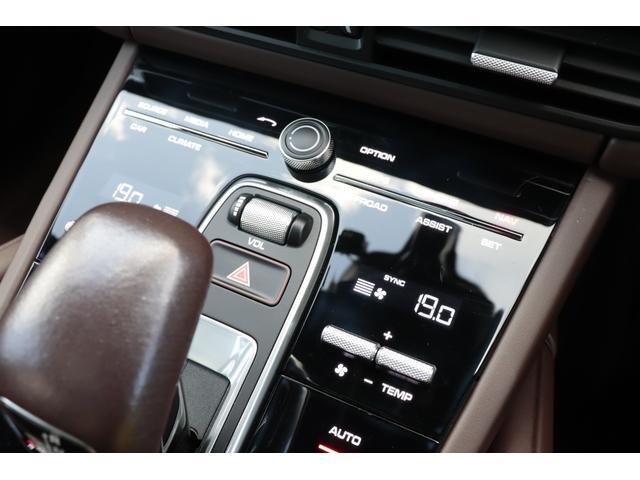 ターボ スポーツクロノパッケージ パノラマSR Exclusive Design 21AW LEDマトリクスヘッド PCCB 18WAY調整式トリュフブラウンレザーシート カーボンインテリア 新車保証(70枚目)