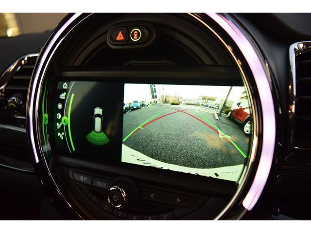 メーカーオプションのバックカメラ&PDC(バックソナー)装備でバック走行時の後方確認がしやすいですね!