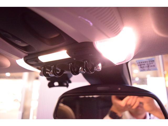 ライトパッケージ装備:室内灯が全てLEDになります!明るいのでオススメです。グローブBOXにもライトが付きます。