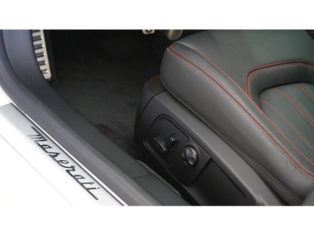 GT S 左ハンドル ワンオーナー 黒革 V8エンジン(19枚目)