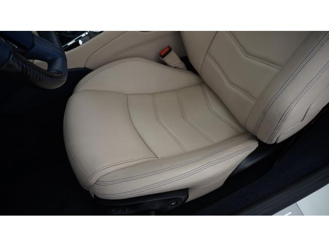 運転席シート座面