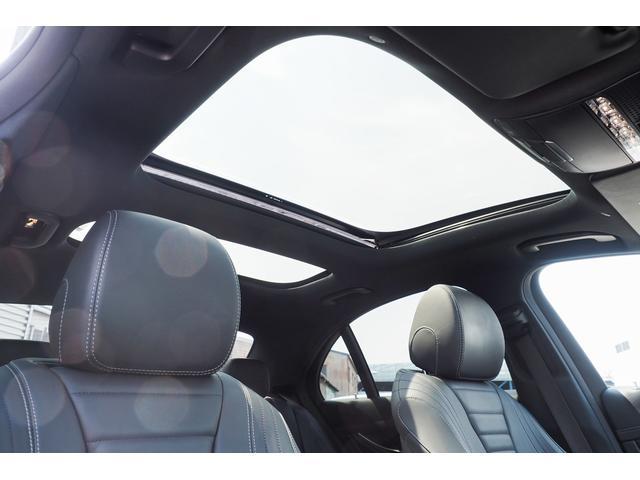 ガラス・スライディングルーフを採用しております。天気の良い日に開けていただくと、いつもと違うドライブになる事間違いありません。新車時のオプションの為、中古車は後から装着する事はできません。
