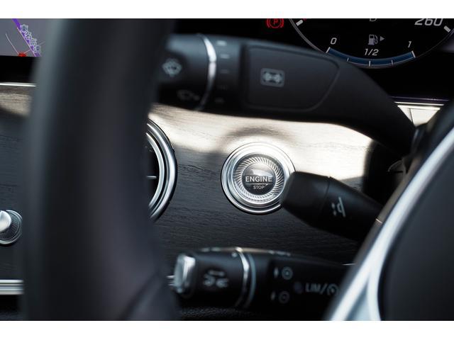 【キーレスゴー】ドアハンドルに触れる事でロック(アンロック)出来、そのまま乗車しプッシュスタートが可能です。キーはポケットやバッグの中でOK!