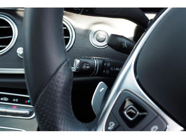 平均的な肩幅にサイズを合わせる事で、ドライバーは自然にステアリングを握ることができます。 少し太めのステアリングは小さな握力でも操作ができ、長距離のドライブでも疲労を軽減させます。