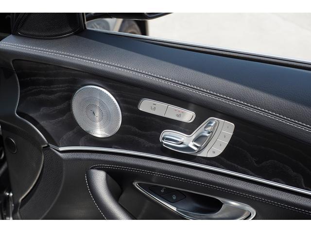 【メモリー付パワーシート】シートポジションを電動で調節可能。シートやハンドル、ミラーの位置を3セットまで記憶させることができ、ボタンを押すだけでベストポジションを呼び出せます。