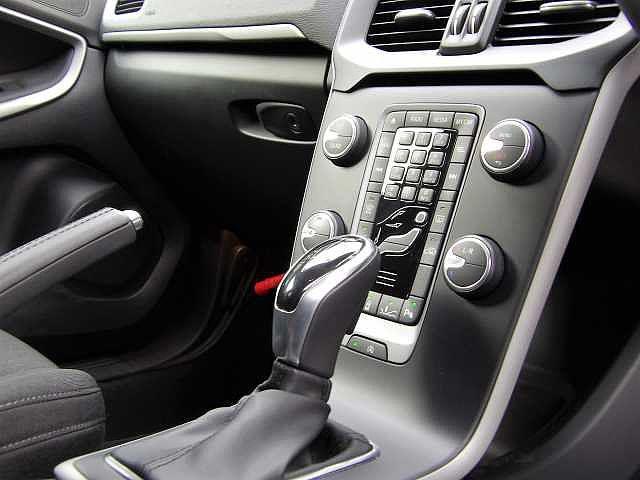 ボルボ ボルボ V40 T4 正規認定中古車 ナビ 自動ブレーキ 追従クルコン