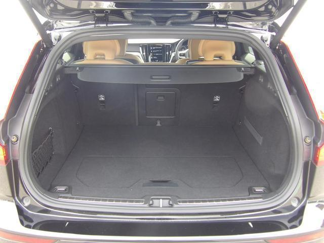 クロスカントリー T5 AWD プロ 本革シート ベンチレーション・マッサージ機能付き ヘッドアップディスプレイ 360度バックカメラ 安全装置標準装備(18枚目)