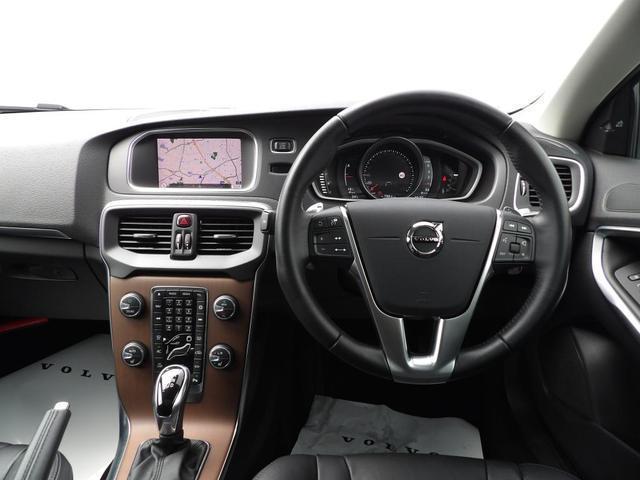D4 インスクリプション クリーンディーゼル車 本革シート プレミアムオーディオ 先進安全装置 フルオートブレーキ アダプティブクルーズコントロール フルオートヘッドライト レーンキープ シートヒーター ナビ バックカメラ(9枚目)