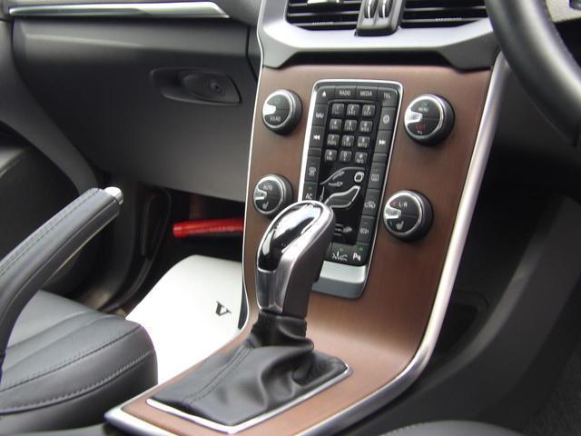 D4 インスクリプション クリーンディーゼル車 本革シート プレミアムオーディオ 先進安全装置 フルオートブレーキ アダプティブクルーズコントロール フルオートヘッドライト レーンキープ シートヒーター ナビ バックカメラ(14枚目)