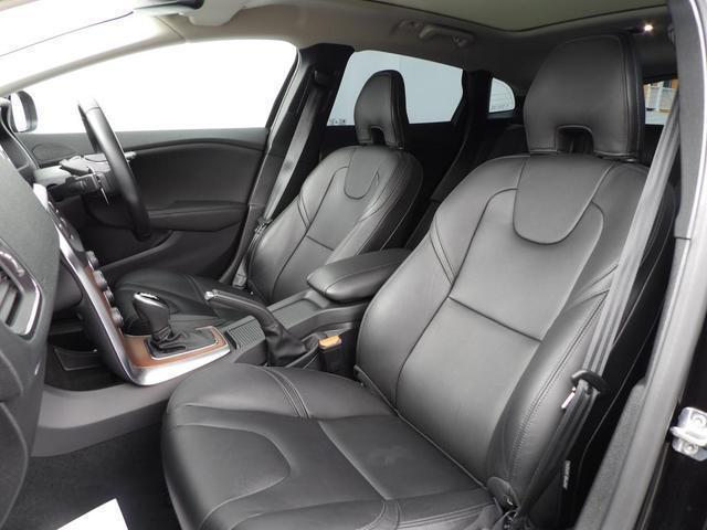 D4 インスクリプション クリーンディーゼル車 本革シート プレミアムオーディオ 先進安全装置 フルオートブレーキ アダプティブクルーズコントロール フルオートヘッドライト レーンキープ シートヒーター ナビ バックカメラ(17枚目)