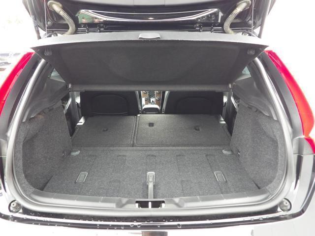 D4 インスクリプション クリーンディーゼル車 本革シート プレミアムオーディオ 先進安全装置 フルオートブレーキ アダプティブクルーズコントロール フルオートヘッドライト レーンキープ シートヒーター ナビ バックカメラ(21枚目)